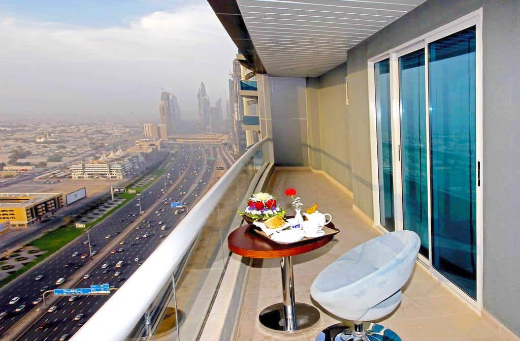 Deluxe Three Bedroom Apartment Sheikh Zayed Road View