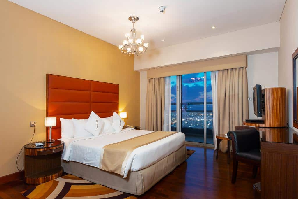 Deluxe Two Bedroom Apartment Sheikh Zayed Road View