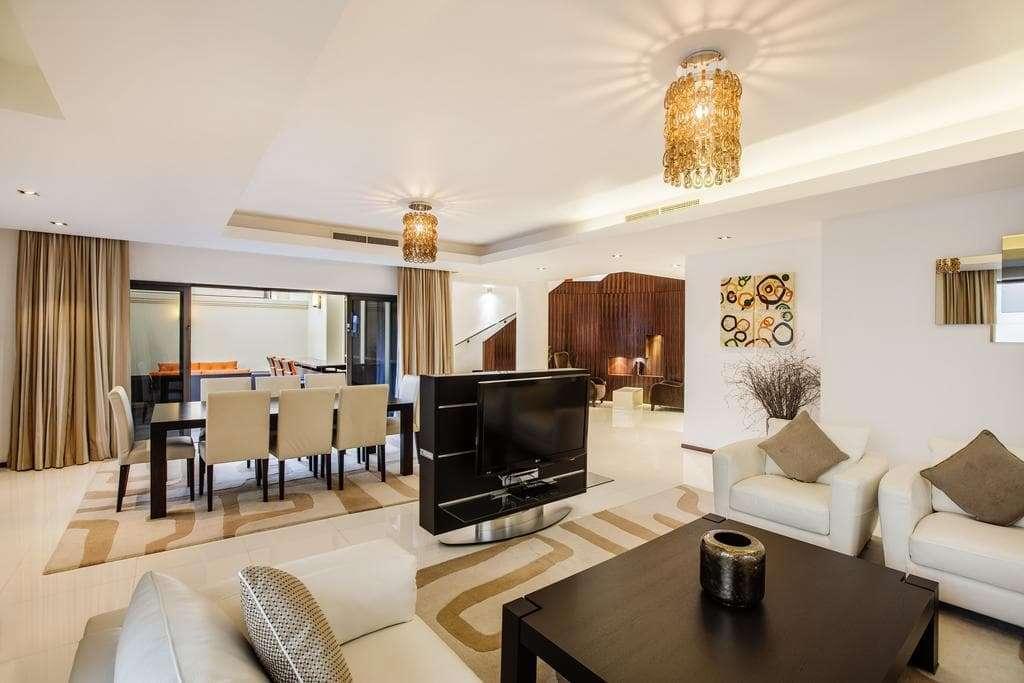 Hilton Dubai The Walk living and dining area